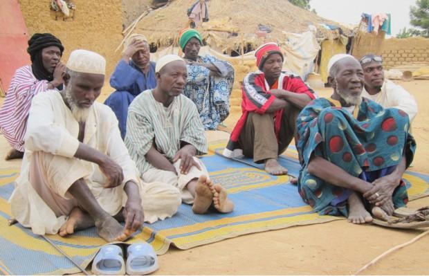 de school wordt overgedragen aan de dorpsoudsten
